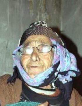 93 yaşındaki kadını dövüp, 10 bin lirasını aldılar
