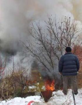 Anneleri kapıyı kilitleyip evde bıraktı! 2 çocuk yangında hayatını kaybetti