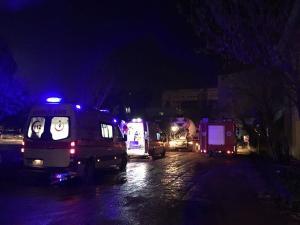 Akdeniz Üniversitesi'nde iskele çöktü, işçiler enkaz altında kaldı