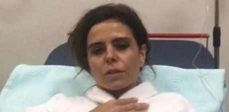 Ünlü Şarkıcı Apar Topar Hastaneye Kaldırıldı!