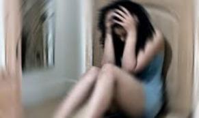 16 Yaşındaki Genç Kıza Ailesinin Gözleri Önünde...