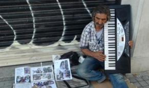 Yeşilçam'ın 'Çirkin Ziya'sı Beyoğlu sokaklarında yaşam mücadelesi veriyor