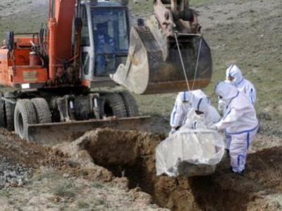 Koronavirüs hastasını dağ başına gömdüler