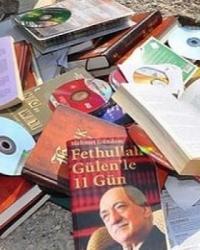 Tarlaya Atılmış Koliden FETÖ/PYD Elebaşı'nın Kitapları Çıktı