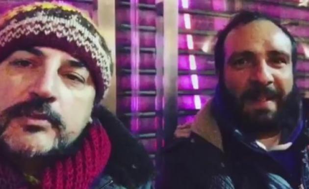 Çelik Sokakta Şarkı Söyledi Kimse Yanına Gelmedi