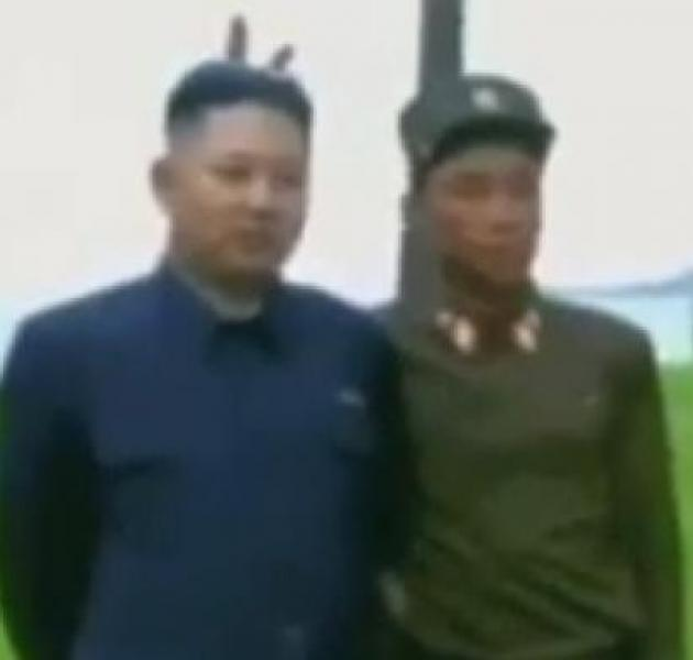 Kuzey Kore Liderine İki Kulak Yapan Asker