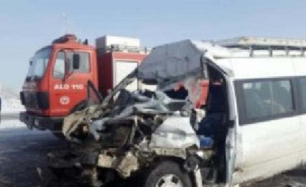 Zincirleme Kazada 24 Kişi Yaralandı