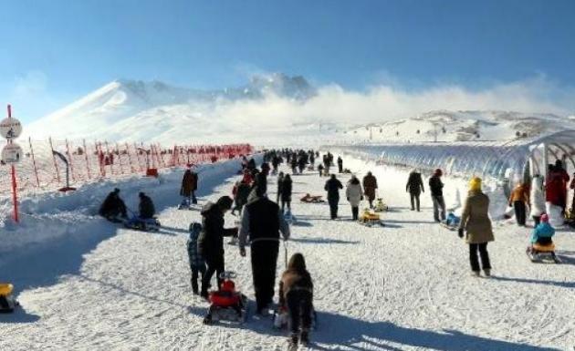 Kayak Merkezine 100 Bin Kişi Geldi