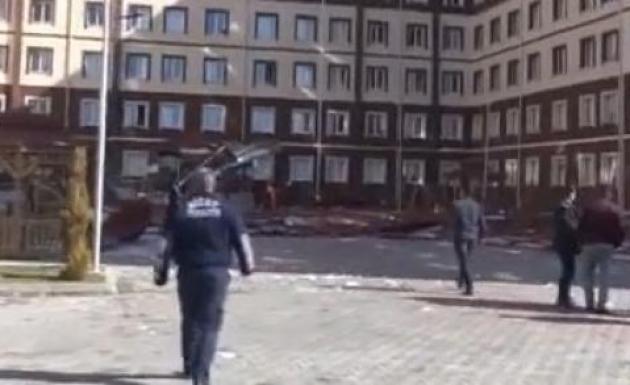 Kız Öğrenci Yurdunun Çatısı Düştü