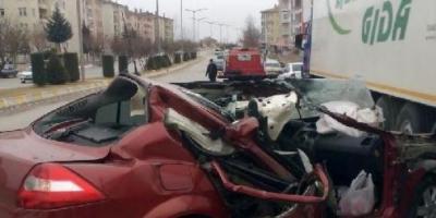 Araç Sürücüsü Kediye Çarpmamak İsterken TIR'a Çarptı