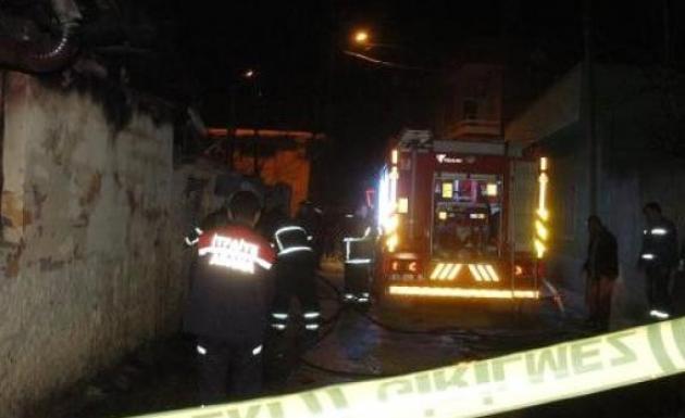 Adana'da Bir Evde Yangın Çıktı İki Kız Kardeş Feci Şekilde Yaşamını Kaybetti