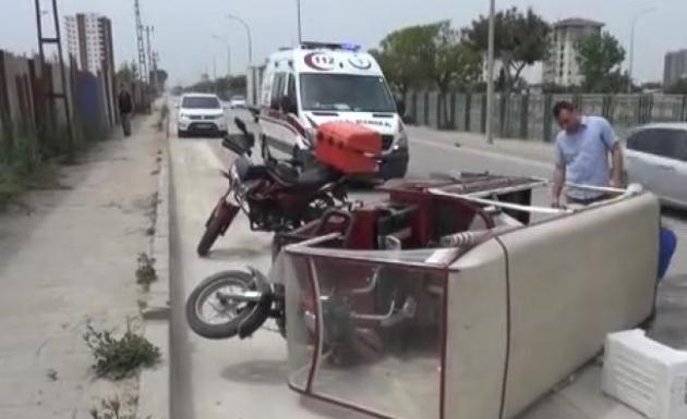 Otomobil Seyyar Satıcıya Çarpıp Kaçtı