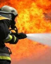 Çakmakla Oynarken Yangın Çıktı 8 Kişi Hastaneye Kaldırıldı