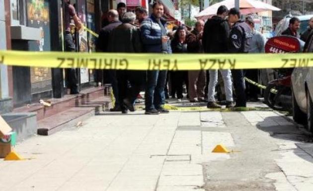 Zonguldak'ta Daha Önce Husumetli İki Kişi Silahlı Kavga Etti