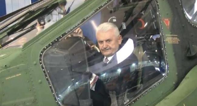 Başbakan Binali Yıldırım ATAK Helikopteri Kokpitinde