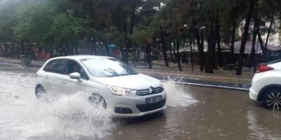 Bursa'da Sağnak Yağmur Yolları Göle Çevirdi