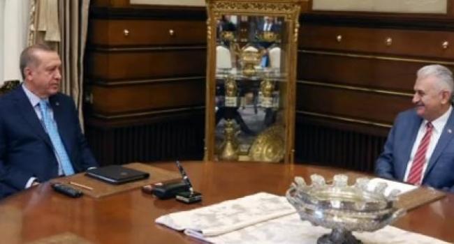 Cumhurbaşkanlığı Sarayında Başbakan Binali Yıldırım'ı Kabul Etti