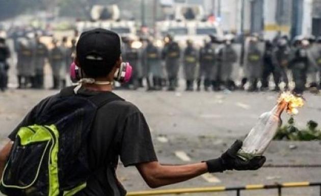 Şiddetin Arttığı Venezuela'da 1 Genç Daha Hayatını Kaybetti