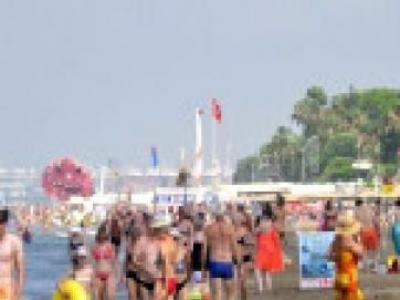 Sıcaklar Bunalttı Turistler Sabah Denize Girdi