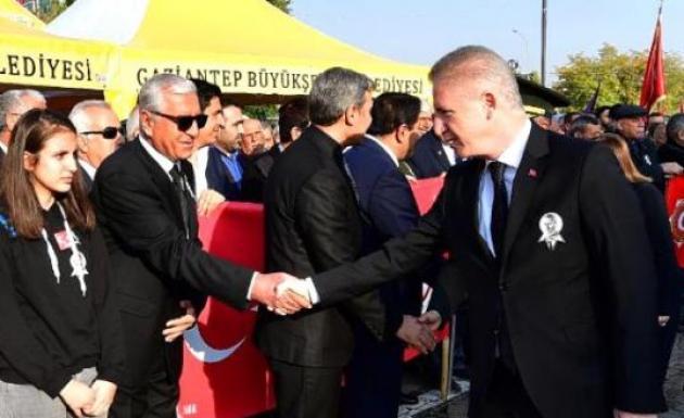 Atatürk'ün doğum tarihi yanlış yazıldı! Sosyal medyadan tepki yağdı