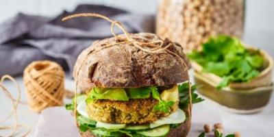 Bitkisel beslenmek ne kadar yararlı? Bitki bazlı hamburger sağlıklı mı?