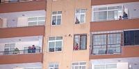 Corona virüs nedeniyle iptal edilince balkonlarda kutladılar