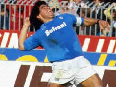 Napoli'de Maradona Anıldı