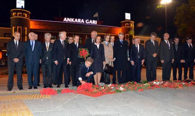 Ankara Büyükelçileri Patlamanın Olduğu Alana Karanfil Bıraktı