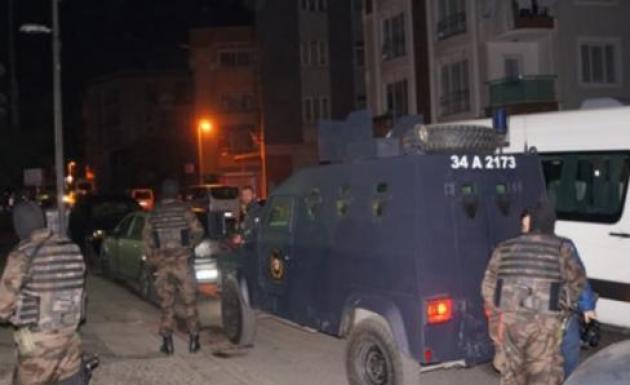 Polis Ekipleri Eş Zamanlı Operasyon Yaptı